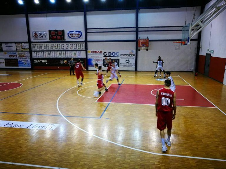 Basket, l'Amatori festeggia a metà: passa a Perugia ma è in ansia per Grosso