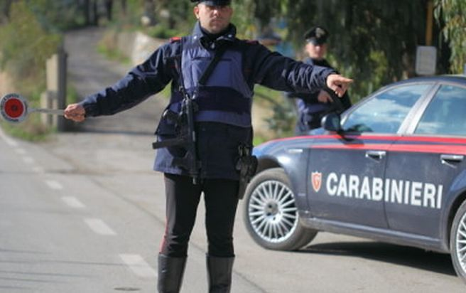 Pescara, alla guida con telefono e senza cintura: 70 multe in un mese