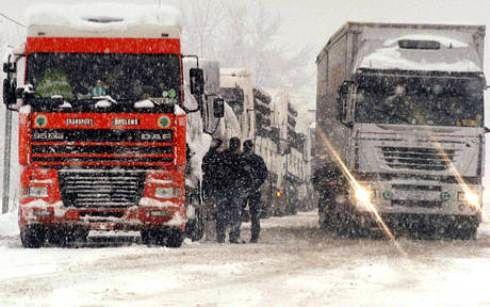 Neve e ghiaccio nel Teramano: divieto di transito per i mezzi pesanti. L'ordinanza
