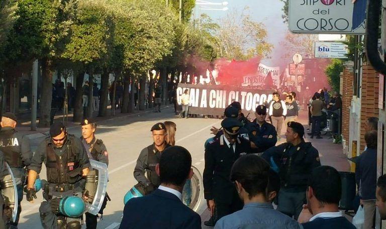Giulianova, corteo degli anarchici: cinque denunce e quattro fogli di via