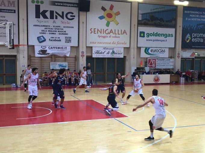 Basket, Giulianova parte bene ma poi Senigallia accelera: 88-61