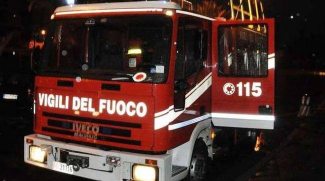 L'Aquila, incendio in un Map a San Gregorio: palazzina inagibile
