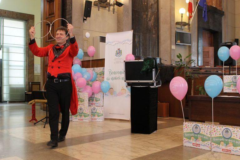Pescara, palloncini rosa e azzurri per il benvenuto ai nuovi nati