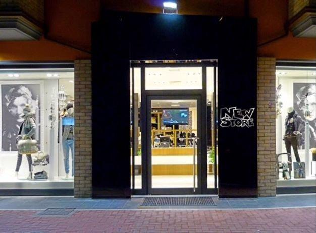 New Store Fashion and Jeans: Abbigliamento elegante e jeans per uomo e donna| San Nicolò a Tordino