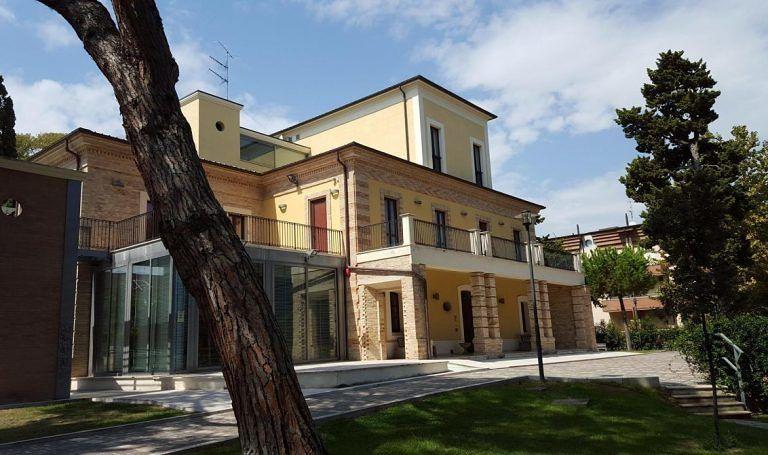 Alba Adriatica, sospese le attività in presenza nella biblioteca comunale
