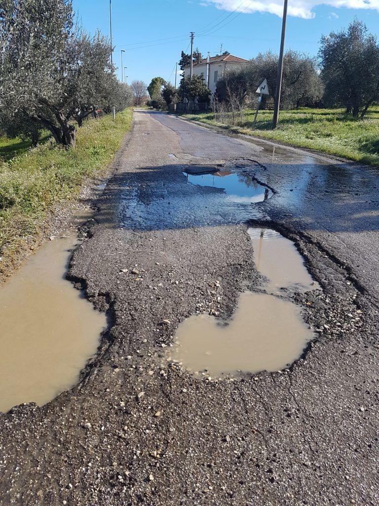 Alba Adriatica, via del Vecchio Forte: la strada-mulattiera FOTO VIDEO