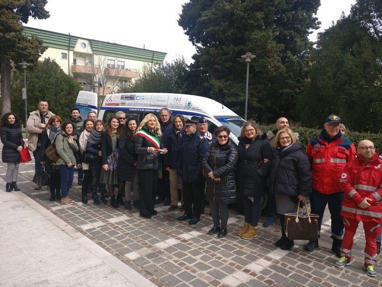 Alba Adriatica, nuovo mezzo per il trasporto dei disabili: la consegna FOTO VIDEO