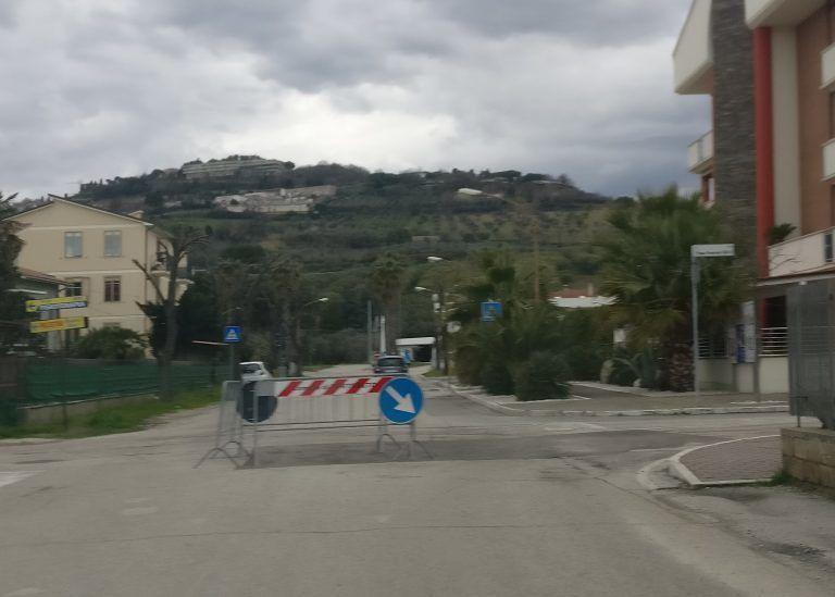 Tortoreto, torna ad abbassarsi l'asfalto in via Da Vinci FOTO