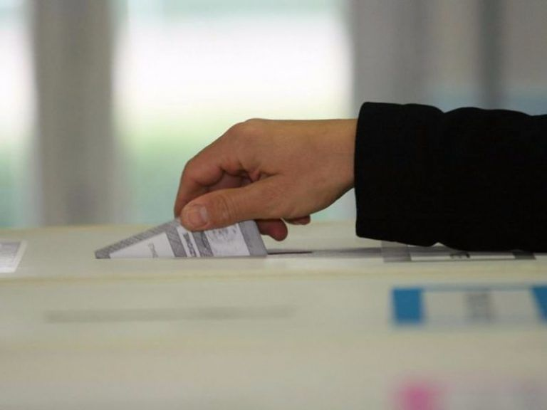 Elezioni, alle ore 19 ha votato il 61,29% degli abruzzesi. Code ai seggi
