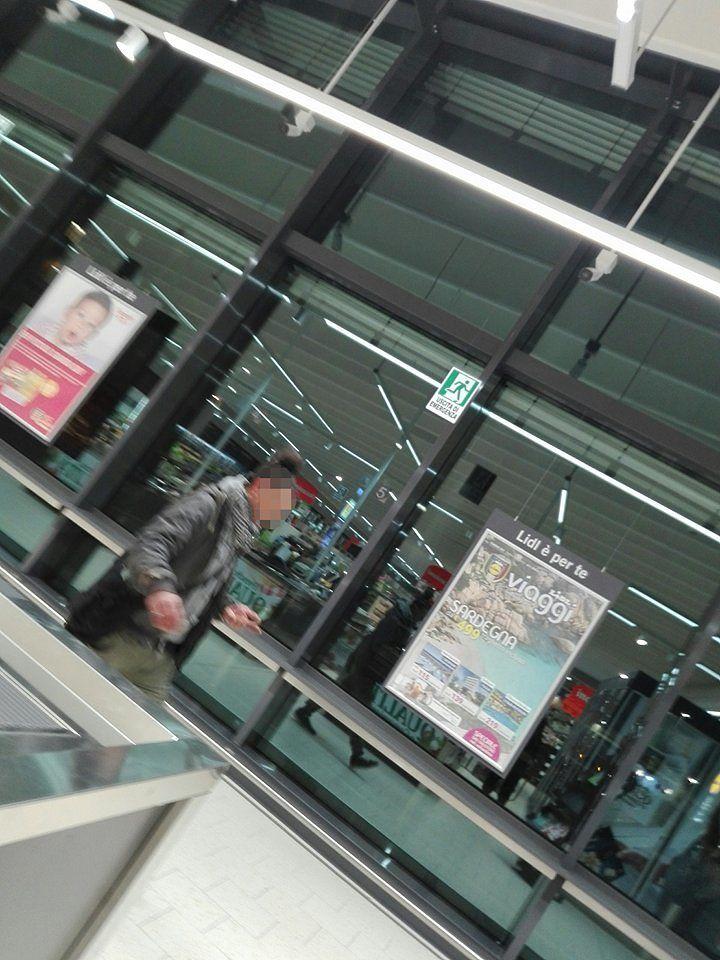 Silvi, cercano di derubare i clienti di un supermercato: messi in fuga dalla vigilanza