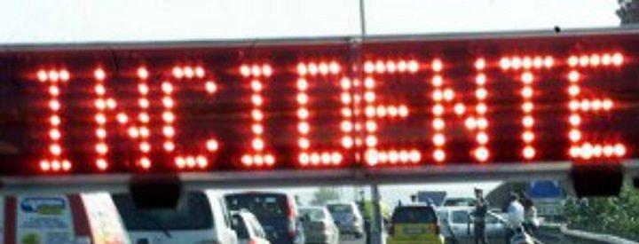 Tir contro furgone sull'autostrada: giovane in ospedale a Popoli