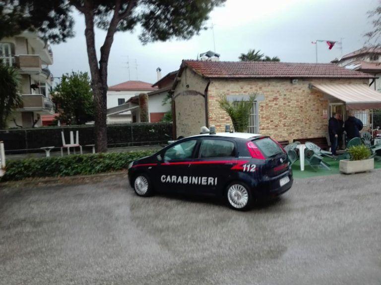 Alba Adriatica, accusa un malore e muore fuori dal circolo ricreativo: dramma a Villa Fiore