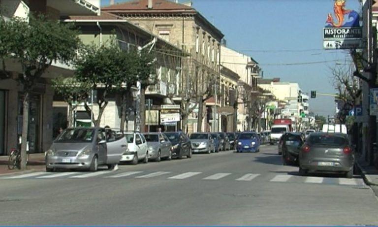 Roseto, divieti di sosta in via Nazionale e piazza Primo Maggio per nuova segnaletica parcheggi
