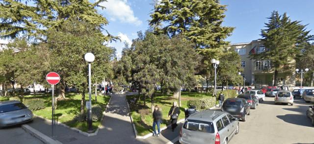 Chieti, piazza Carafa: demolizione edificio ex Onmi