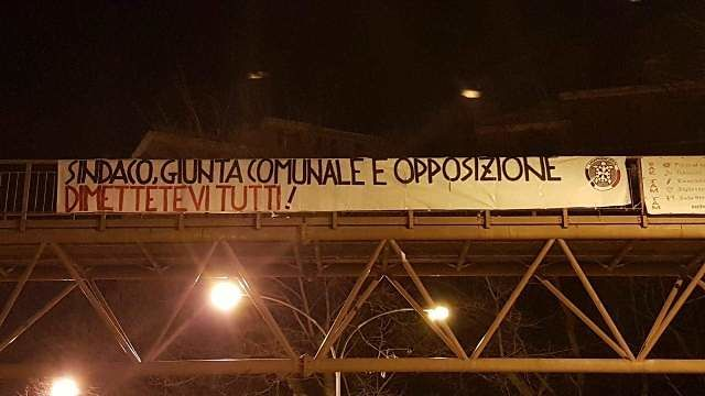 Chieti, striscione di CasaPound contro amministrazione comunale ed opposizioni