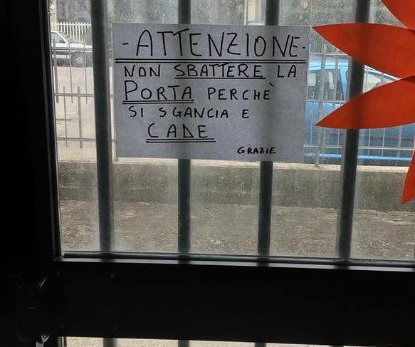 Giulianova, la porta 'pericolante' dell'asilo