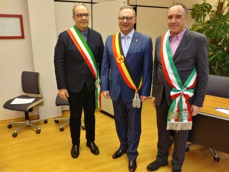 """Pineto, Verrocchio in visita istituzionale a La Louviere porge in dono """"La Presentosa"""" FOTO"""