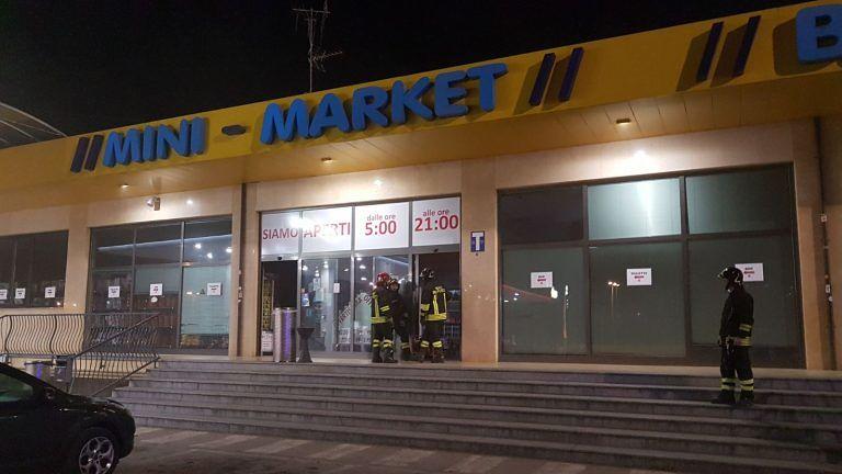 Teramo-Mare, parte il nebbiogeno ma l'area di servizio è ancora aperta FOTO