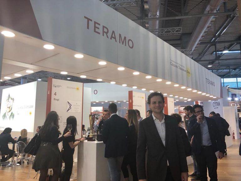 Vinitaly, Zennaro (M5S) in visita allo stand Colline Teramane