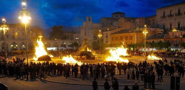 Sulmona, la Notte dei Fuochi apre la stagione della Giostra Cavalleresca