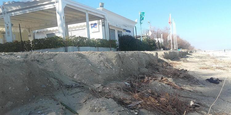 """Pineto, erosione spiaggia Villa Ardente: """"Problema irrisolto. Negli anni, solo parole"""""""