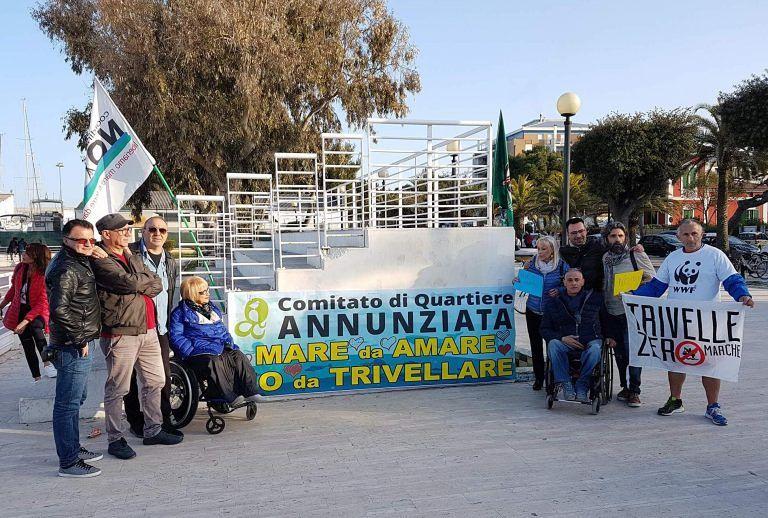 Giulianova, flash-mob contro le trivellazioni in mare organizzato dal Comitato di Quartiere Annunziata FOTO