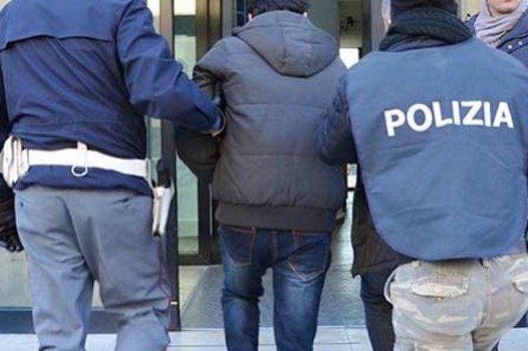 Pescara, sorprendono il ladro in casa e lo fanno arrestare