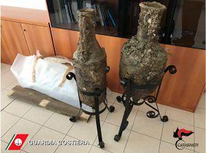 Martinsicuro, comandava nave con false attestazioni. In casa nascondeva armi e anfore antiche FOTO