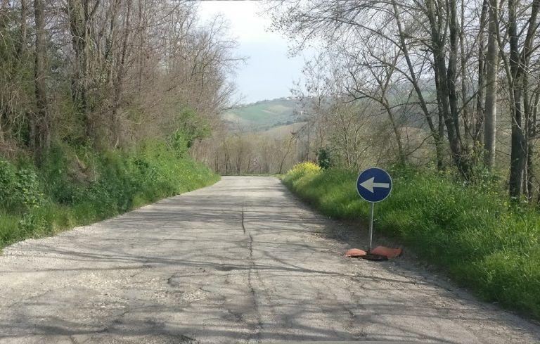 Tortoreto, provinciale di Cavatassi: buche sempre più profonde in attesa del nuovo asfalto