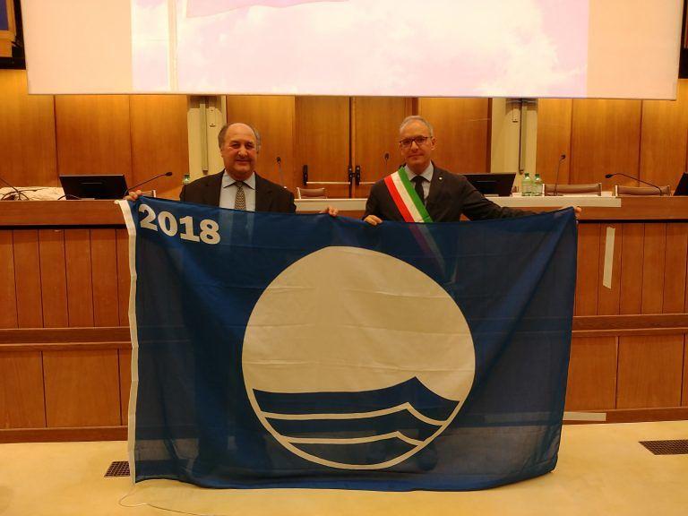 Pineto ritira la quindicesima Bandiera Blu