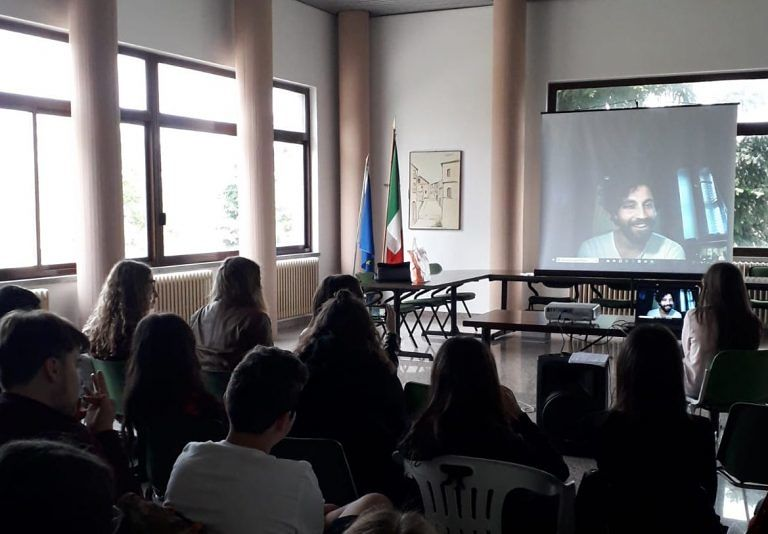 Isola del Gran Sasso, studenti a contatto virtuale con Simone Riccioni
