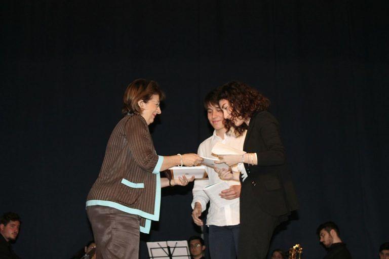 Pescara, una copia della Costituzione ai maggiorenni del 2017 FOTO