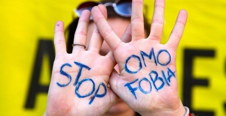 Giornata contro l'omofobia: flash mob di Amnesty International in piazza Salotto