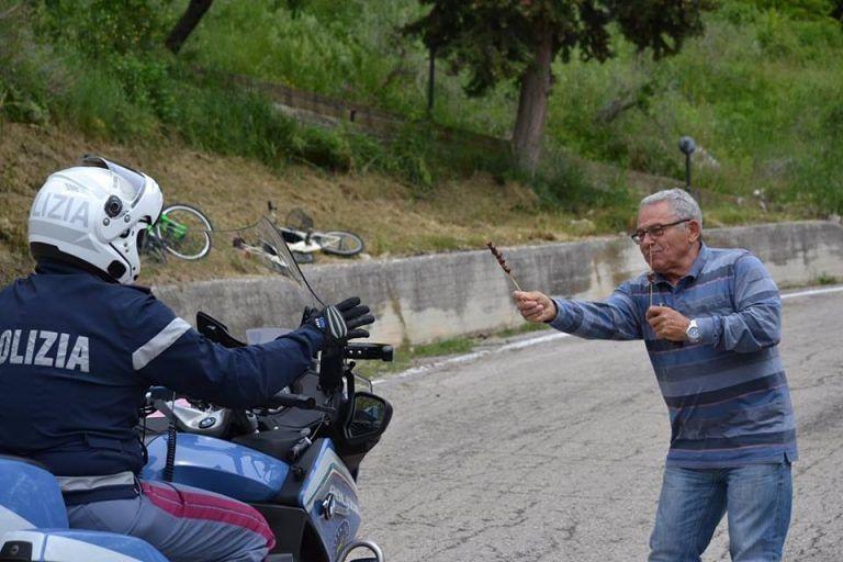 Teramo, arrosticini per il Giro d'Italia FOTO/VIDEO