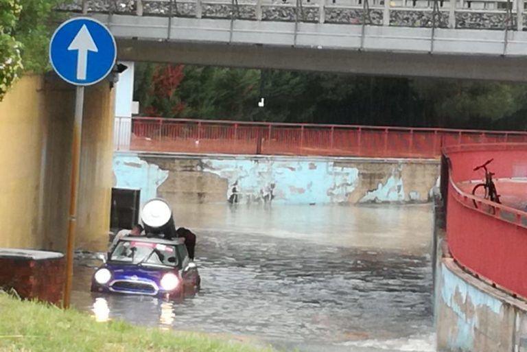 Allagamenti a Montesilvano, auto bloccate nei sottopassi FOTO