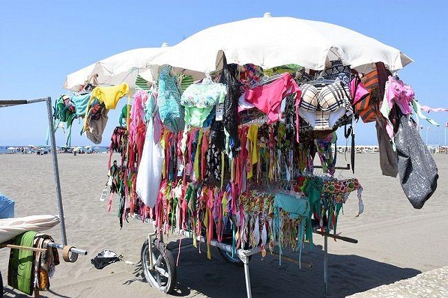 Montesilvano, sequestrati più di mille prodotti in spiaggia