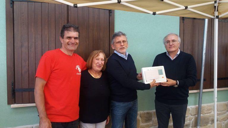Campotosto, ciclisti amatoriali di Ciampino donano elettrocardiografo