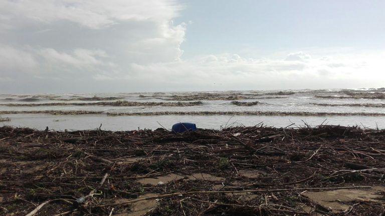 Giulianova, 200mila euro per ripulire l'arenile dopo la mareggiata di questi giorni