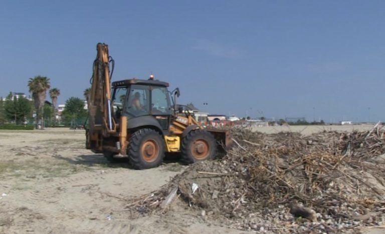 Giulianova, iniziati i nuovi lavori di pulizia dell'arenile. Entro fine settimana saranno ultimati