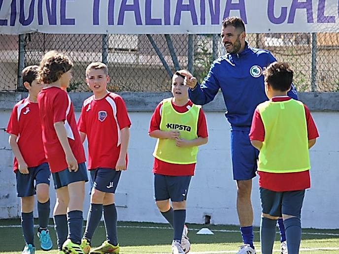 Giulianova, il modello formativo dei calciatori del domani: iniziativa con Simone Perrotta