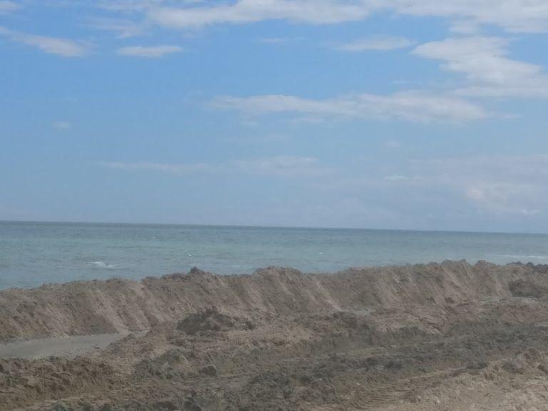 Alba Adriatica, primo carico di sabbia sparato sul litorale. Preoccupato il Cogevo che accede agli atti FOTO
