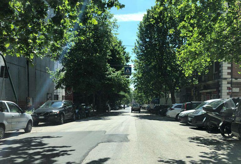 """Teramo, il nuovo asfalto """"a tratti"""" di viale Bovio per il Giro"""