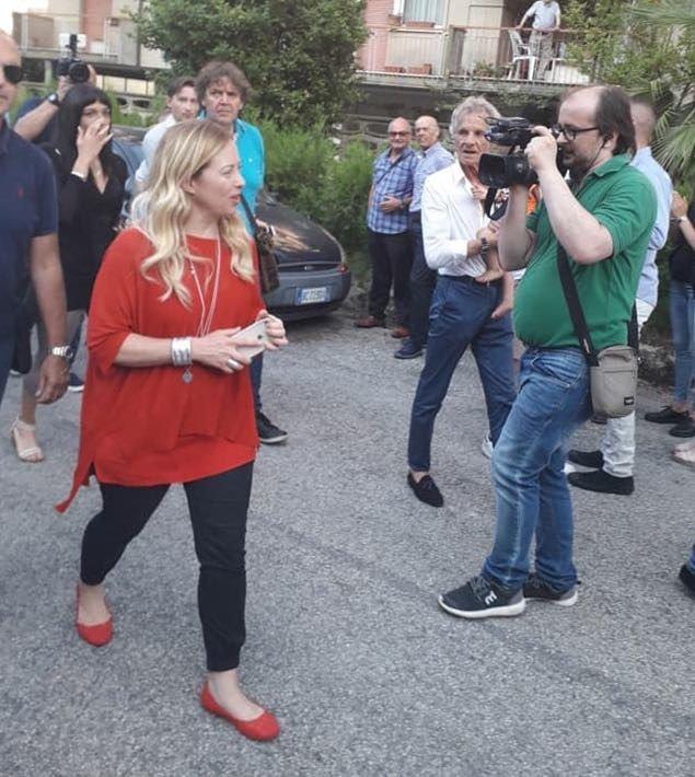 Teramo, Giorgia Meloni fa tappa tra gli sfollati del terremoto
