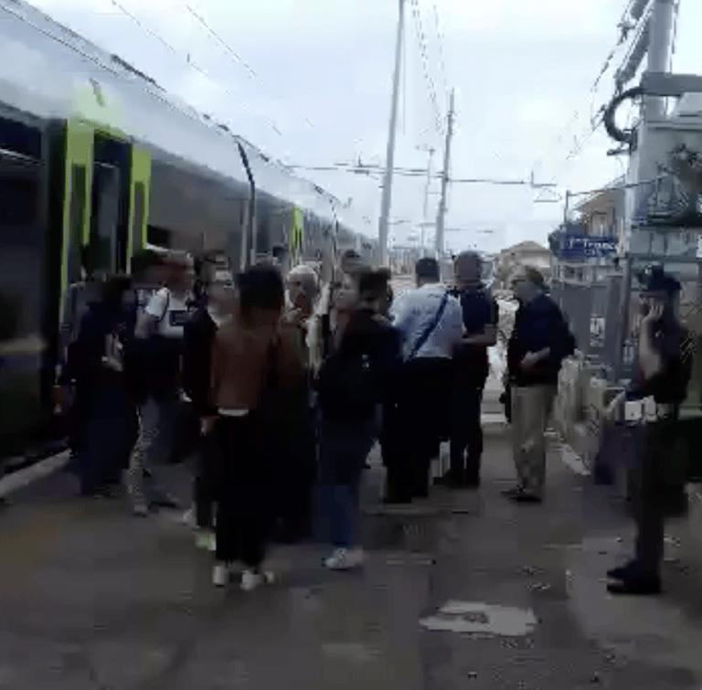 Teramo-Giulianova, si rompe il treno: ore di attesa per i passeggeri VIDEO