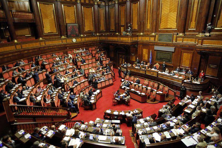 Doppio incarico di D'Alfonso: Di Nicola e Di Girolamo (M5S) protestano in Senato
