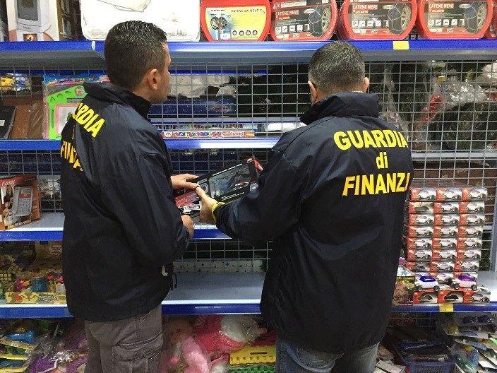 Pescara, giocattoli pericolosi: 200mila sequestrati in un negozio cinese