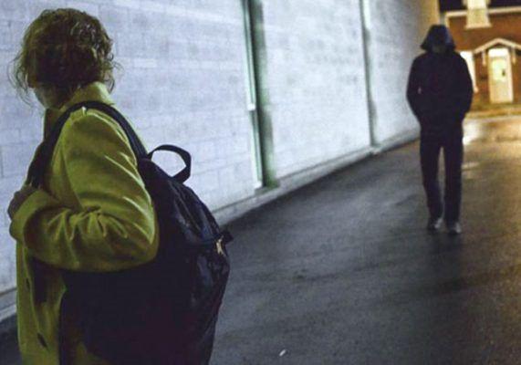 Molesta la commessa per settimane con frasi e gemiti a sfondo sessuale: denunciato dai Carabinieri di Chieti