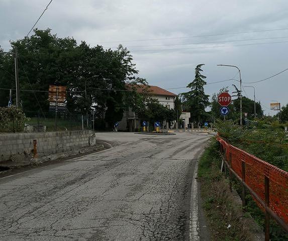 Lanciano, rotonda di Villa Andreoli tra degrado e pericolo. CasaPound: 'Metterla in sicurezza subito'