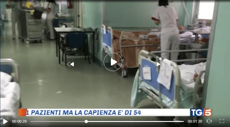Pescara, geriatria sovraffollata: il Tg5 in ospedale VIDEO