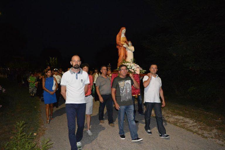 Pineto, l'intero quartiere dei Fiori ad omaggiare la patrona Sant'Anna FOTO